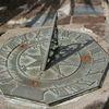 Espejo victoriano - relato - Junto al reloj de sol, bajo la luz de la luna